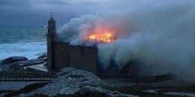incendio al santuario di muxia